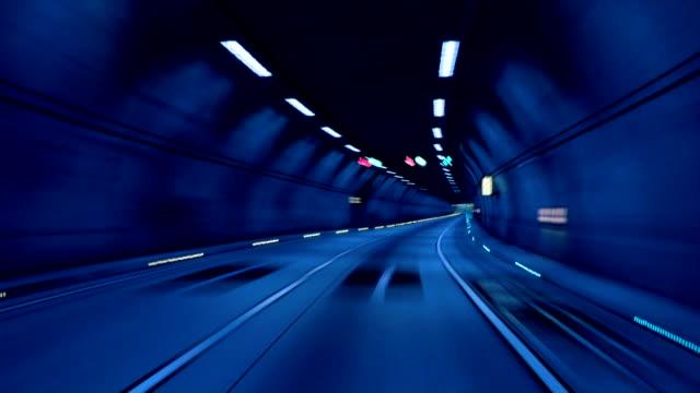 Tunnel (blau