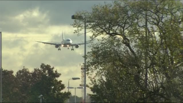 Turbulent landing at London Heathrow as the remains of hurricane Gonzalo hit the UK