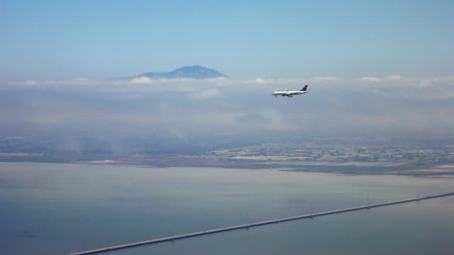 Two airplanes aproaching SFO airport to land