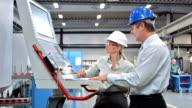 DS zwei Ingenieure Programme eine CNC Machine