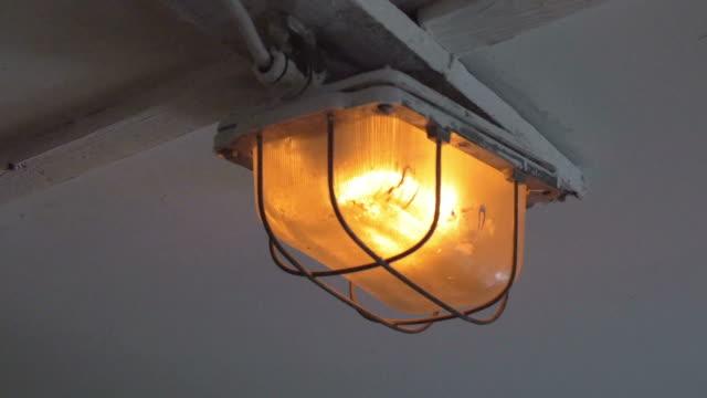 Zwei videos von Lampe in 4 K