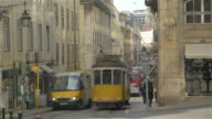 Twee video's van tram in Lissabon in 4K