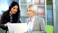 Due donne in ufficio