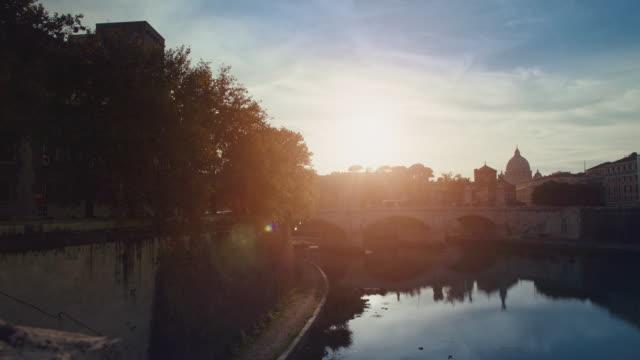 Typische Blick auf Rom vom Fluss Tiber bridge