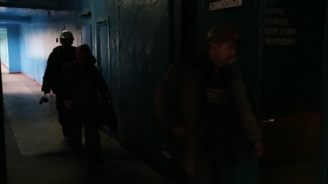 MS Ukrainian coal miners enter building in Dimitrov north of Donetsk