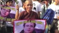 Un abogado bloguero vietnamita ha sido condenado este miercoles a dos anos y medio de prision en un juicio de tan solo unas horas tachado de politico...