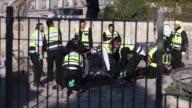 Un ataque con armas de fuego adjudicado a tres palestinos en la Ciudad Vieja dejo una agente de la guardia fronteriza israeli muerta y otra herida de...