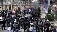 Un atentado suicida con coche bomba de los rebeldes talibanes cerca del aeropuerto de Kabul dejo el lunes al menos cinco civiles muertos y una decena...