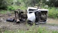 Un civil y un soldado murieron este martes tras la explosion de un carro bomba y en medio de combates entre el Ejercito y la guerrilla comunista FARC...