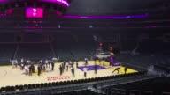 Un equipo del Comite Olimpico Internacional visito el jueves el Staples Center de Los Angeles como parte de una inspeccion de tres dias a la ciudad...