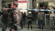 Un hombre mat disparo este jueves contra su propio abogado un testigo y un juez durante un juicio en su contra por bancarrota en Milan en el norte de...