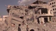 Un juez y siete miembros de su familia murieron en un bombardeo atribuido a la coalicion liderada por Arabia Saudi que destruyo su casa en Sana