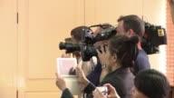 Un ministro del gobierno civil derrocado por el golpe de Estado en Tailandia fue arrestado por soldados durante una rueda de prensa en Bangkok al...