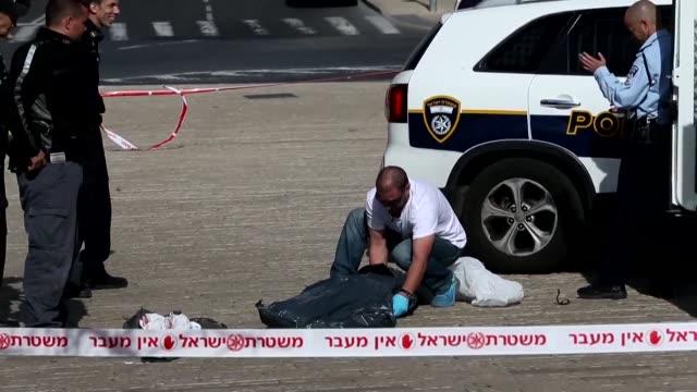 Un palestino fue abatido este sabado por fuerzas de seguridad israelies acusado de tratar de acuchillar a un agente cerca de la Ciudad Vieja de...