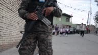 Un tiroteo entre pandilleros cerca de una escuela del norte de Tegucigalpa obligo a las autoridades a realizar un operativo en el que cientos de...
