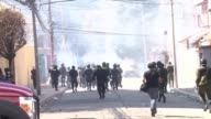 Una explosion de dinamita alcanzo este miercoles la sede de la embajada de Alemania en La Paz provocando un incendio en su interior en medio de los...