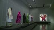 Una exposicion llamada Dress Codes revela el vestuario tradicional de la familia judia con mas de 100 trajes que reunen la ropa usada por esta...
