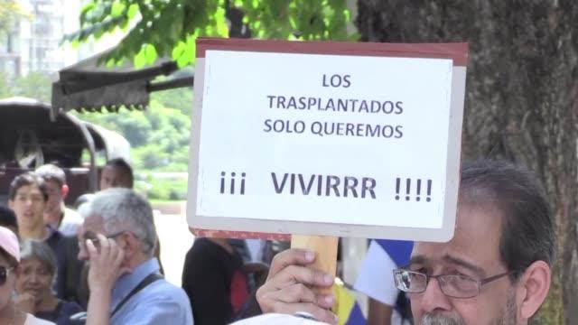 Una movilizacion de pacientes de trasplantes y sus familiares se dirigio el lunes a las embajadas de Canada Costa Rica Paises Bajos y Peru en Caracas...