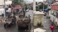 Una redada contra el narcotrafico ejecutada por el ejercito y la policia de Brasil dejo el lunes una veintena de detenidos en Rio de Janeiro a pesar...