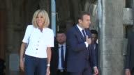 Unas 270000 personas han firmado una petición que busca impedir que Brigitte Macron esposa del presidente frances reciba un estatuto oficial como...
