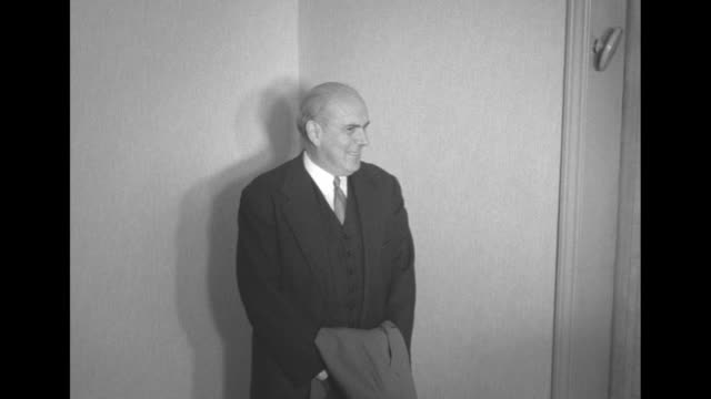Unidentified man in hallway of Commodore Hotel in New York photographers take photos / Note documentation incomplete
