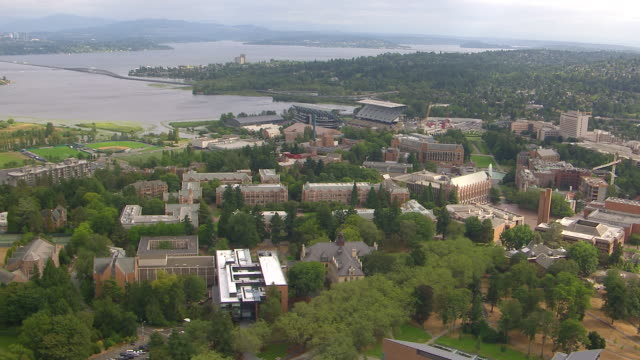 WS AERIAL University campus with cityscape in front of lake / Seattle, Washington, United States