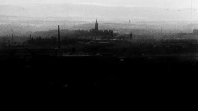 MONTAGE University campus with tower on Gilmorehill / Glasgow, Scotland, United Kingdom