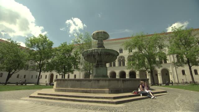 University, Geschwister-Scholl-Platz, fountain, trees, lawn,  people, students