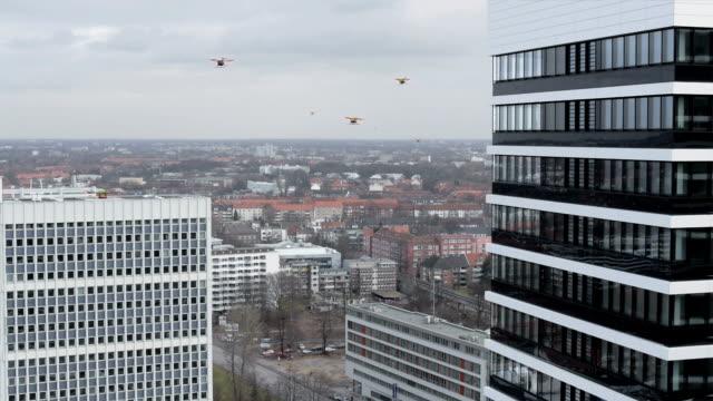 Veduta aerea di veicoli senza equipaggio sono offrire pacchetti