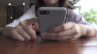 4K: Using Mobile Phone
