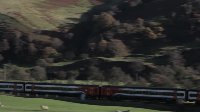 Vale of Edale, Train, Peak District National Park, Derbyshire, England, United Kingdom