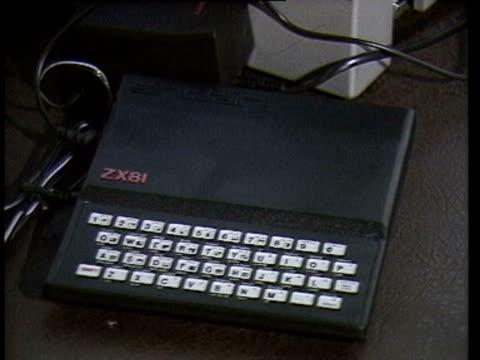 Sinclair ZX81 Atari Radio Shack Grundy NewBrain Commodore Vic20 Tandy TRS 80 Macintosh Apple II Lisa Osborne computer Various 1980s personal...