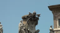 Vatikan, Rom: Alexander VII Wappen auf Säulengang von Bernini