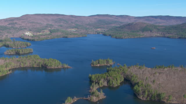 Vegetation surrounds a peaceful lake near Mount Lafayette.