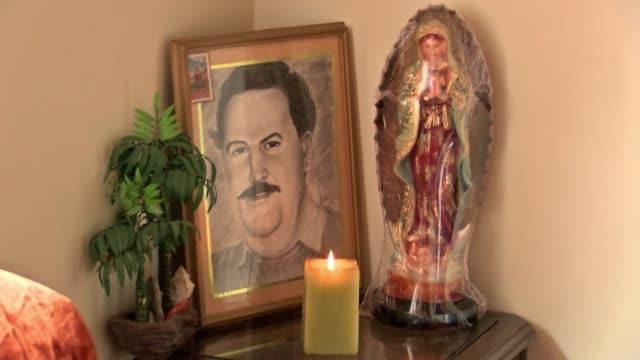 Veinte anos despues de su muerte el fantasma de Pablo Escobar todavia persigue a los colombianos divididos entre el repudio a los crimenes del famoso...