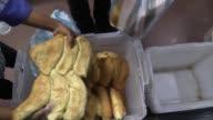 Venezuela atraviesa una crisis por la produccion de pan el gobierno acusa a los panaderos de acaparar la harina que les distribuye mientras que los...