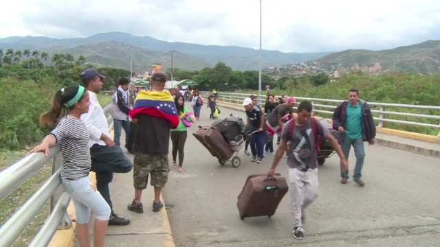 Venezuelans living in San Antonio del Tachira at the border with Colombia vote Sunday to elect the constituent assembly to rewrite the constitution...