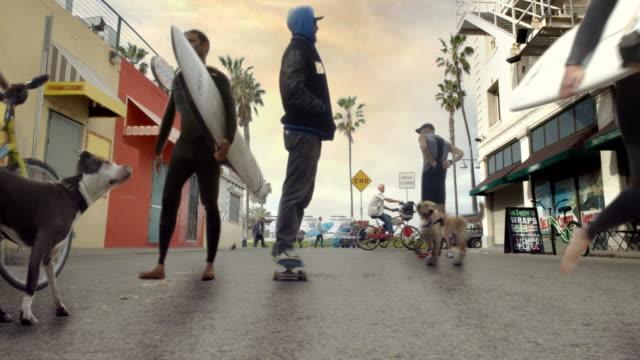 Venedig Strand Cinemagraph Parallax Schlittschuhläufer und Surfer 4 K