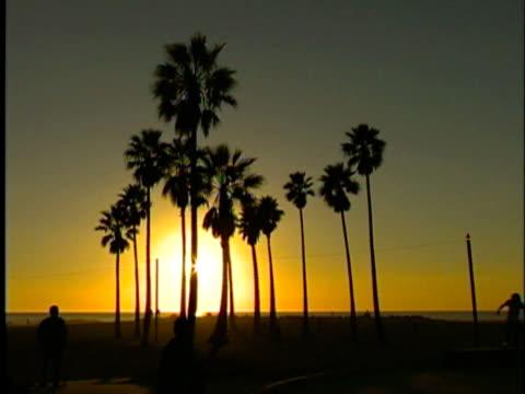 Venice Beach Sonnenuntergang und Skater, (Kalifornien