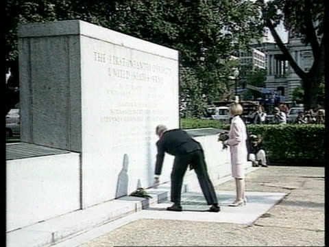 Veterans arrive USA Washington LMS SIDE Bill Clinton with wife Hillary to memorial and puts flowers down in front of it CMS Bill Clinton speech SOT...