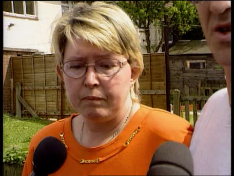 Vicky Lambert ITN ENGLAND Lincolnshire Scunthorpe Maria Lambert towards under washing line from house Maria and Derrick Lambert speaking press SOT I...