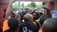 Victimas del huracan Matthew en Los Cayos Haiti recibieron el martes alimentos enviados por las Naciones Unidas la organizacion pide seguridad y que...