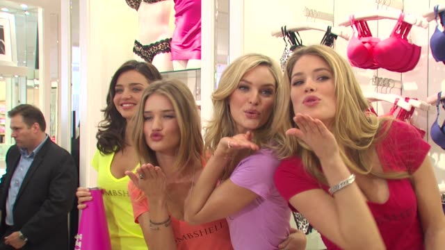 Victoria's Secret Models Share Shopping Secrets Of A Supermodel Los Angeles CA United States 05/11/10