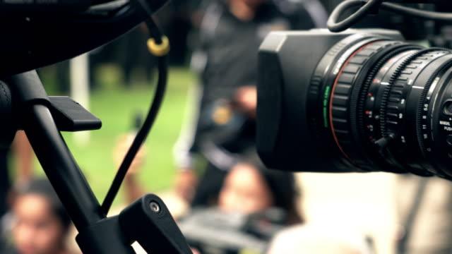 Video kamera att stänga medan objektivet zoomar