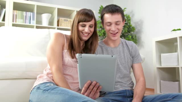 DOLLY HD: Videochiamate su Tablet con gli amici