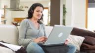 HD DOLLY: Videokonferenz wie zu Hause fühlen.