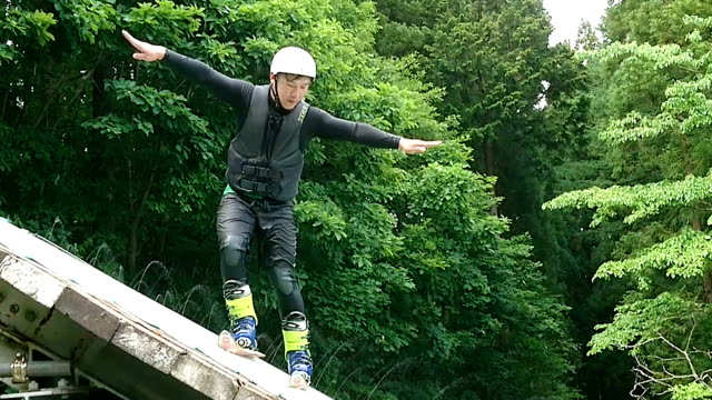 Video footage taken near the end of June in Hakuba Nagano Prefecture shows freestyle skier Naoya Tabara offering a message of gratitude to his...