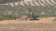 A video footaged from Turkey's Gaziantep province which has border with Jarabulus district of Syria's Aleppo province shows Daesh militants dig giant...