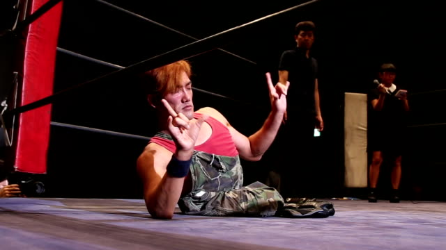 A video of professional wrestler Makoto Tsuruzono who continues to fight on the ring of wrestling for people with disability shot on September 29 to...