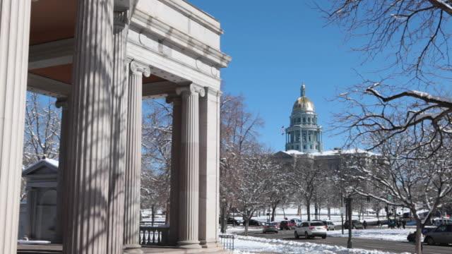 HD-video-verschneiten park und Denver Colorado State Capitol Building
